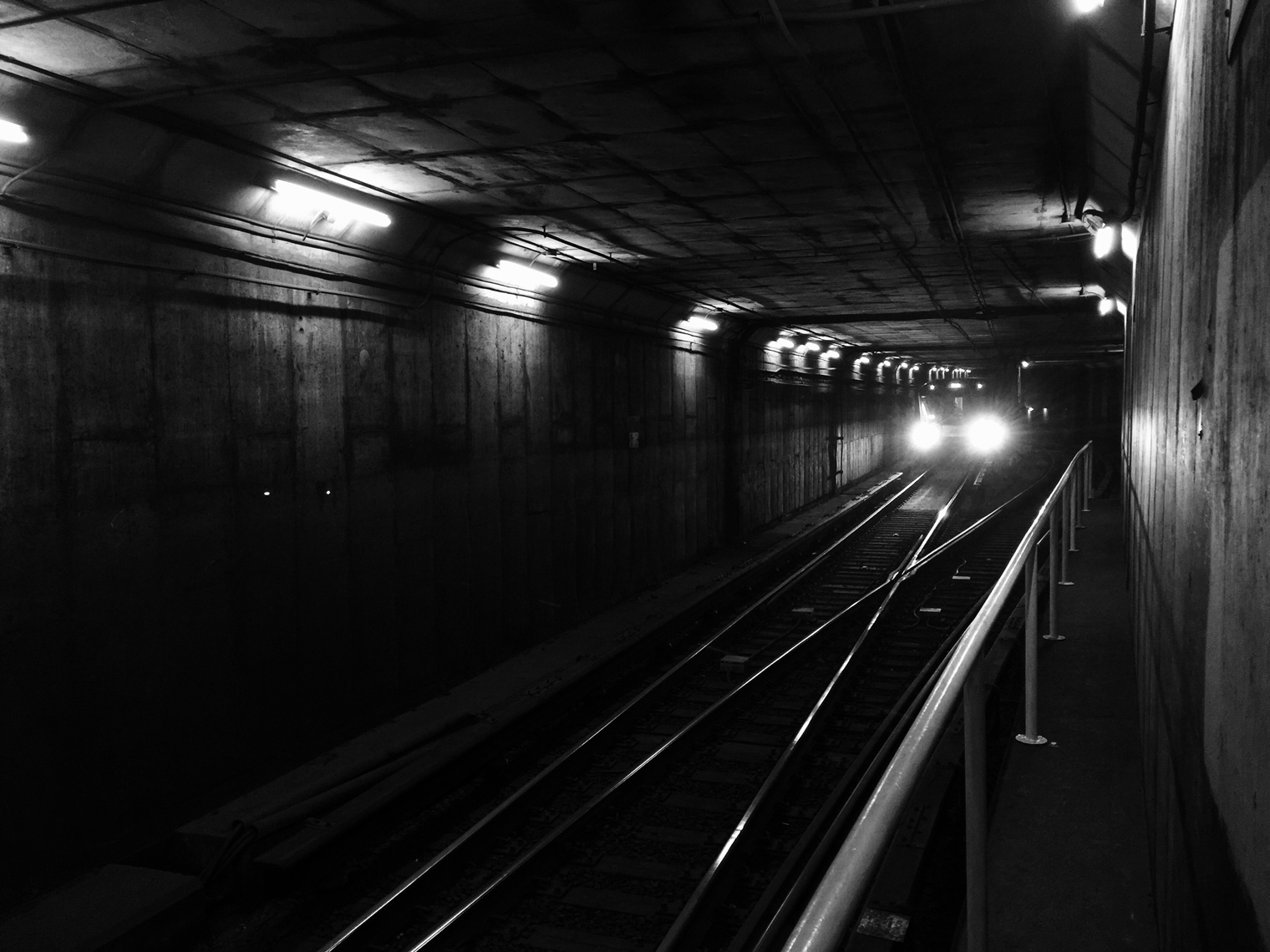 Oncoming-Subway_Toronto-webres